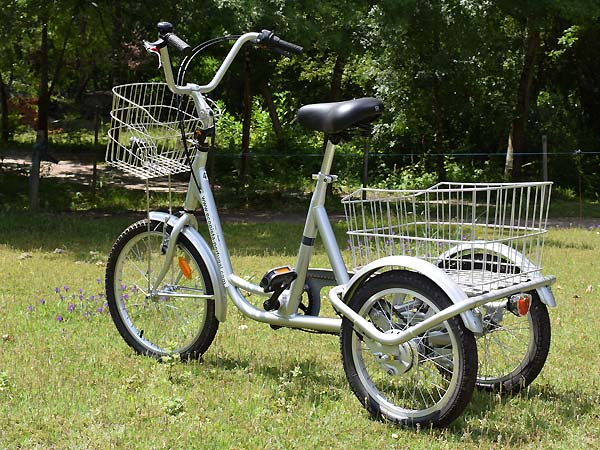 Adapted bicycle with three wheels for adults